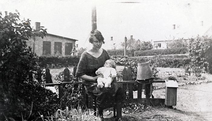 Kvinde med barn, 1920'erne Hørsholm