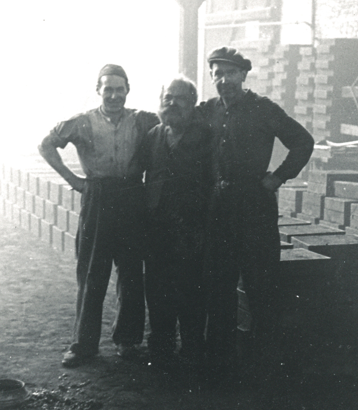 Georg Hansen, Knold, på arbejde (i midten) på Hørsholm Jernstøberi, ca. 1960