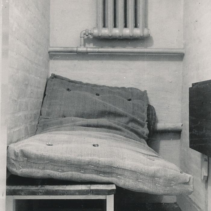 besættelsen Foto af en af Gestapos celler i kælderen under Villa Strandbjerg, Rungsted Strandvej 39, senere Rungsted Strandvej 179. 1945