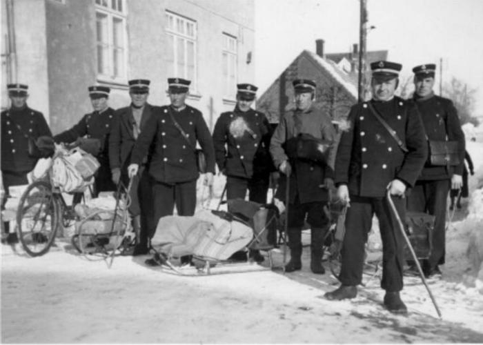 postbud Jens Aage Nielsen Helsinge, 1942