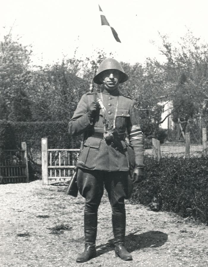 Her ses en af de ledende mænd i den lokale modstandsbevægelse, Hother Lindhardtsen i 1945